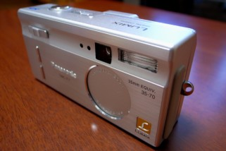 LUMIX DMC-F7